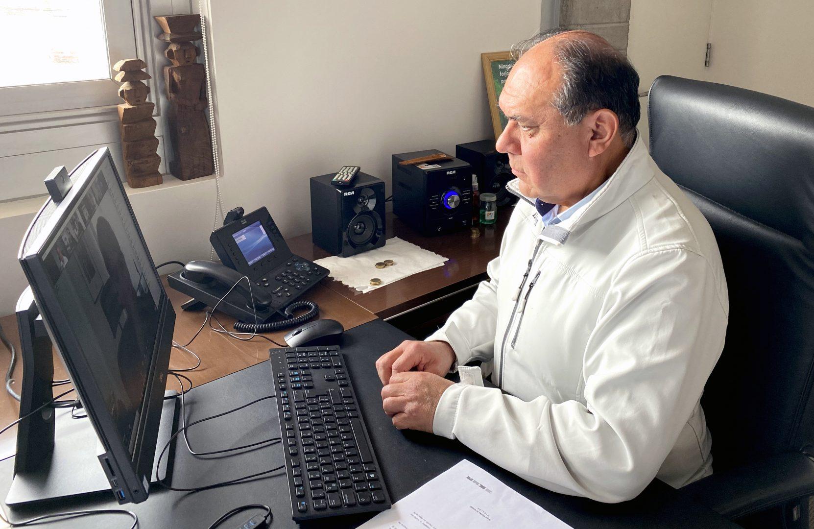 Alcalde Juan Rozas Romero, en reunión vía Zoom.